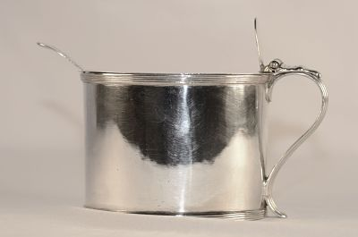 A George 111 silver mustard pot