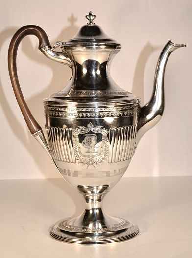 A George 111 sterling silver coffee pot
