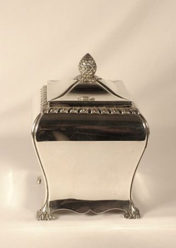 A Victorian silver tea caddy