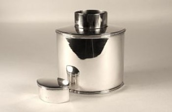 An Edwardian silver tea caddy