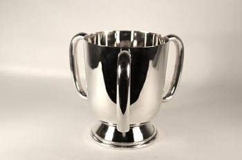 An Edwardian silver loving cup