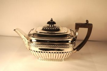 A George 111 silver rectangular tea pot