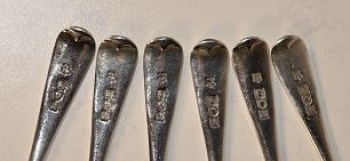 A set of six Edwardian Old English pattern silver teaspoons