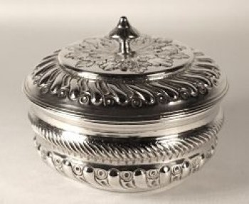A George 111 sterling silver porringer