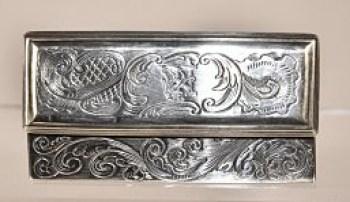 A George 1V sterling silver snuff/toilet box