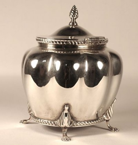 A silver tea caddy (Victorian)