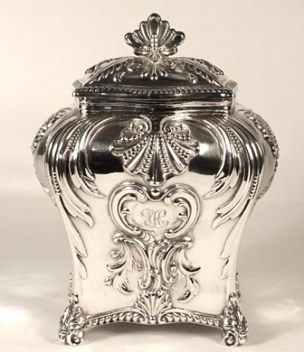A Victorian sterling silver tea caddy