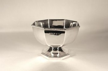 An Art deco silver bowl