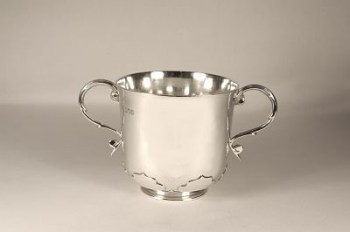 An Edwardian silver cup (two-handled)