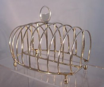 A George 111 sterling silver toast rack